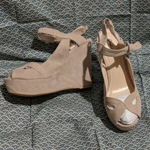 Clemance Strappy Sandal in Taupe